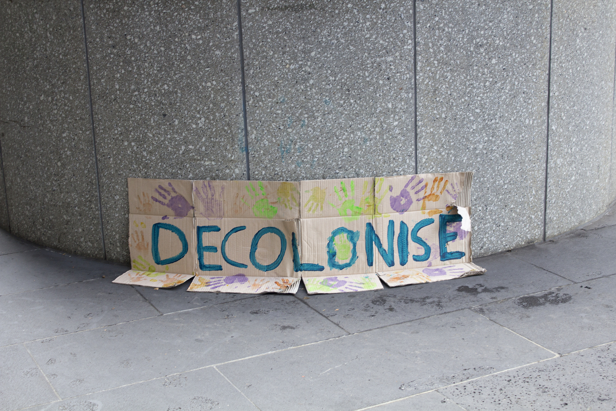 Multi-layered Selves: Colonialism, Decolonization and Counter-Intuitive Learning Spaces